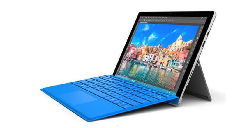 планшет с синей клавиатурой