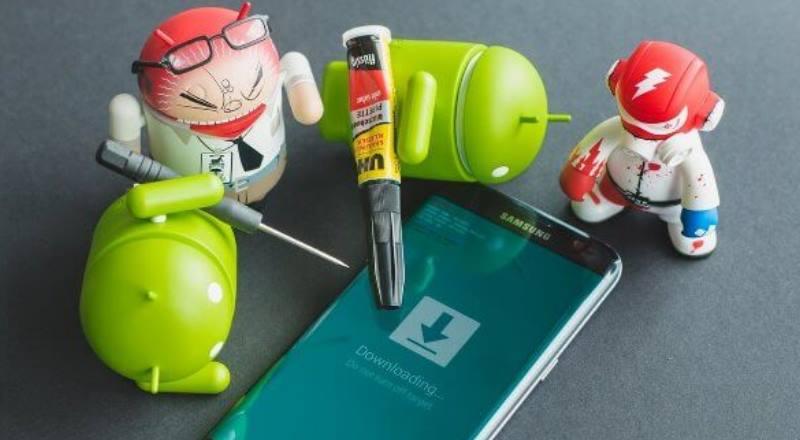 картинка про аднроидов и смартфон